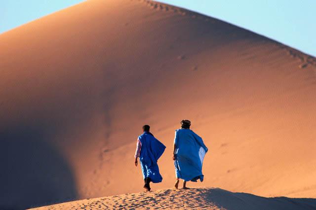 Two men who walk around in Sahara Desert
